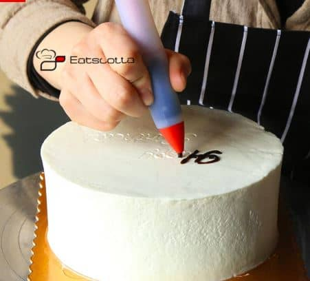 Different Ways To Decorate A Cake